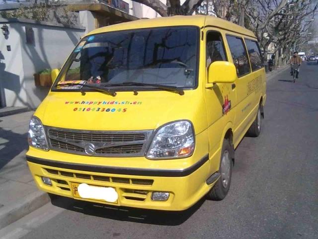 上海租车 金龙海狮11座面包车 320元